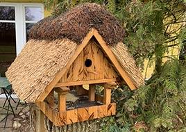 Vogelhaus mit Reetdach